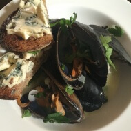 Mussels in cider with croutons